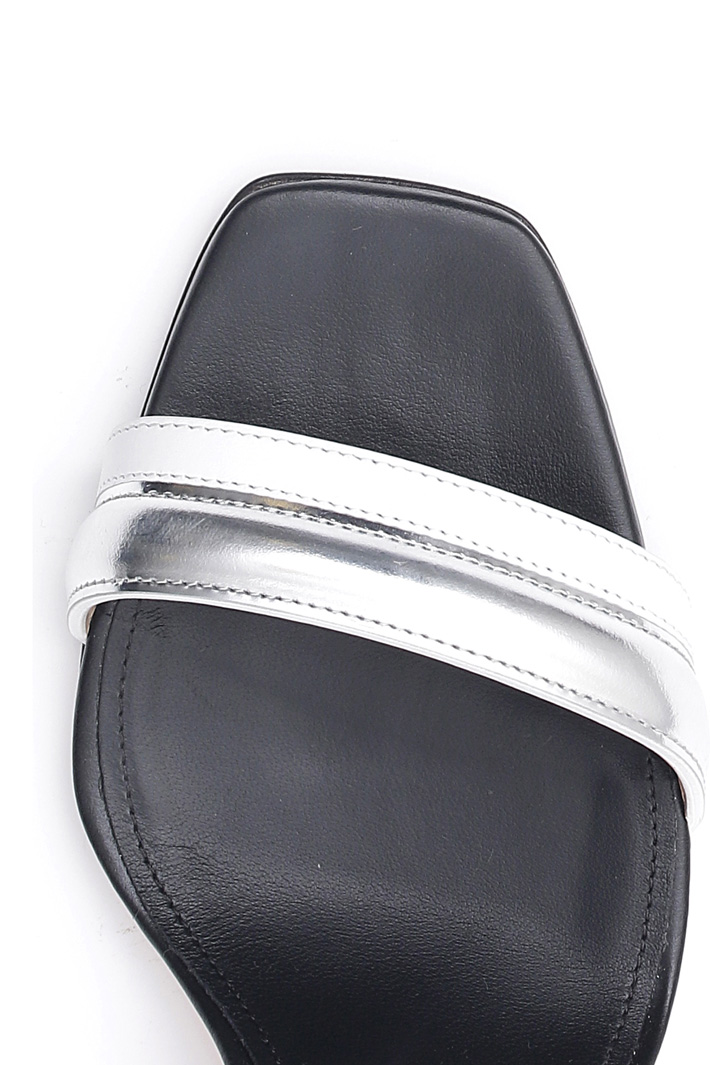 Shiny leather sandals Intrend