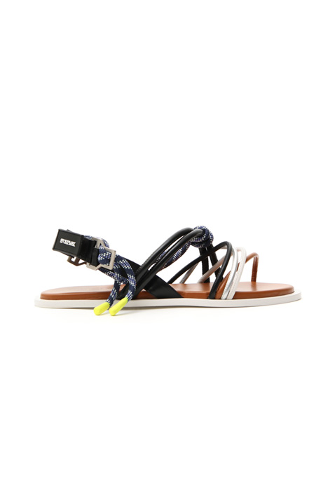 Weaved flat sandal Intrend
