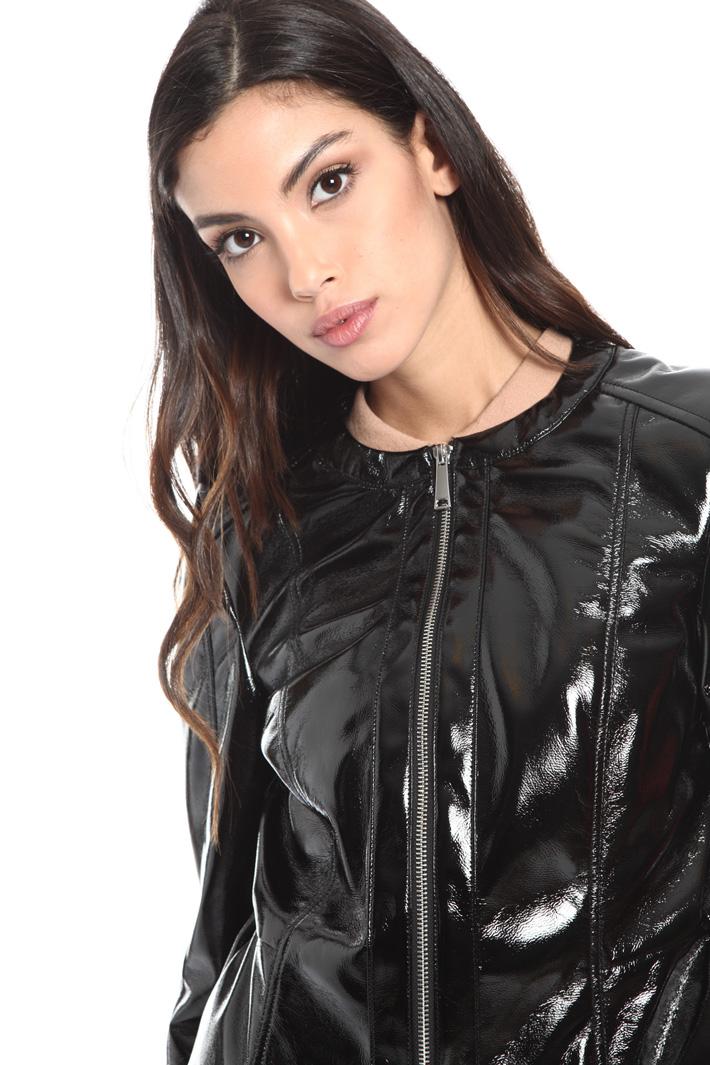 Varnish effect jacket Intrend