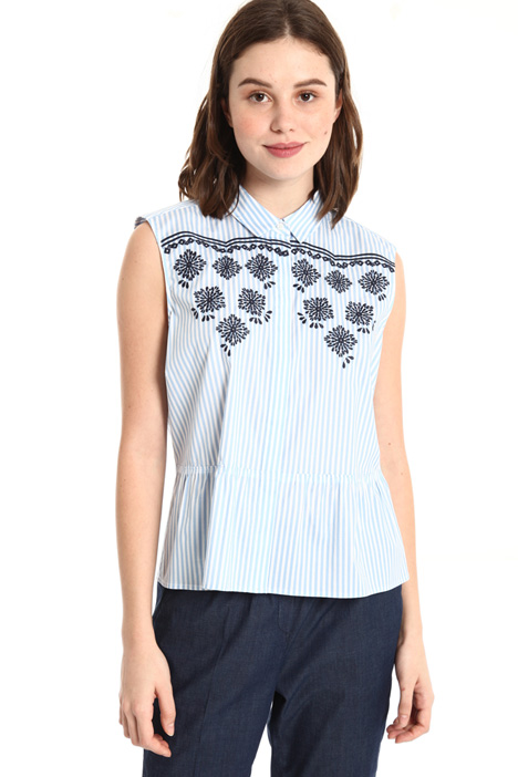 Embroidered sleeveless top Intrend