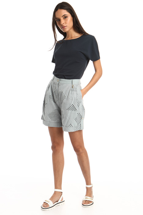 Perforated shorts Intrend