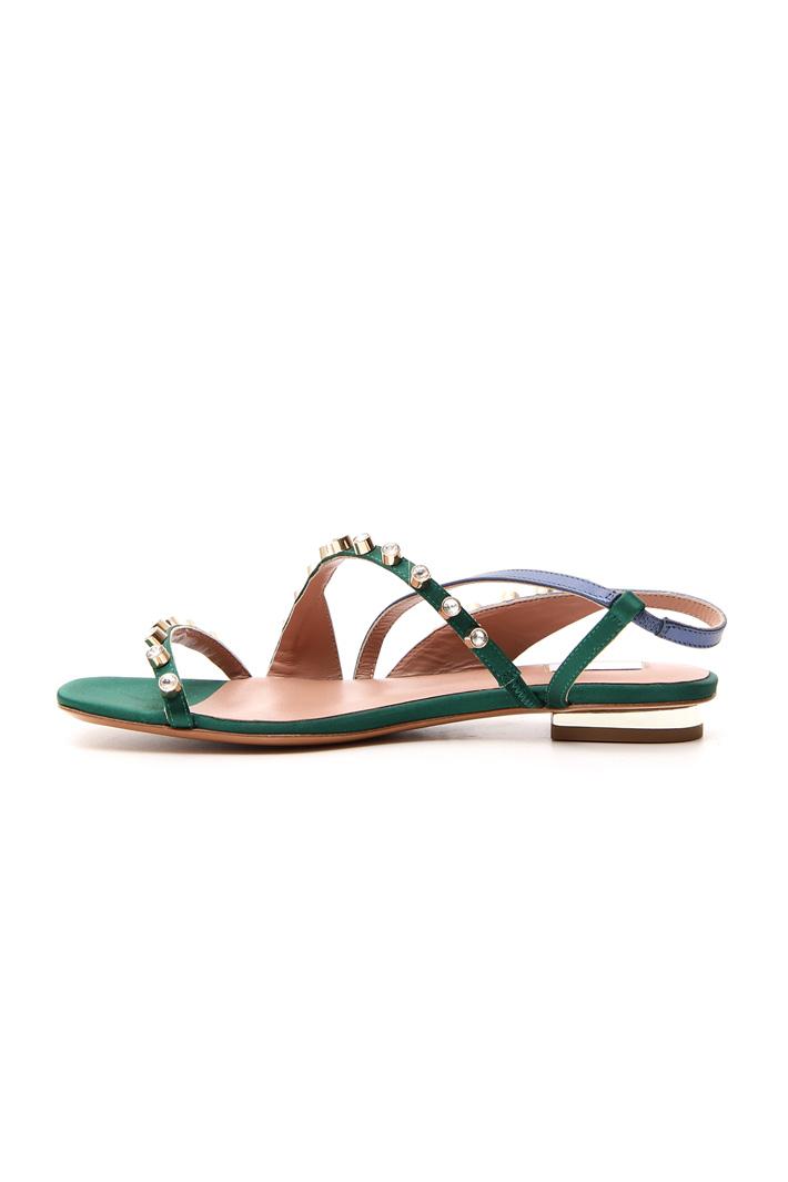 Flat sandal with rhinestones Intrend