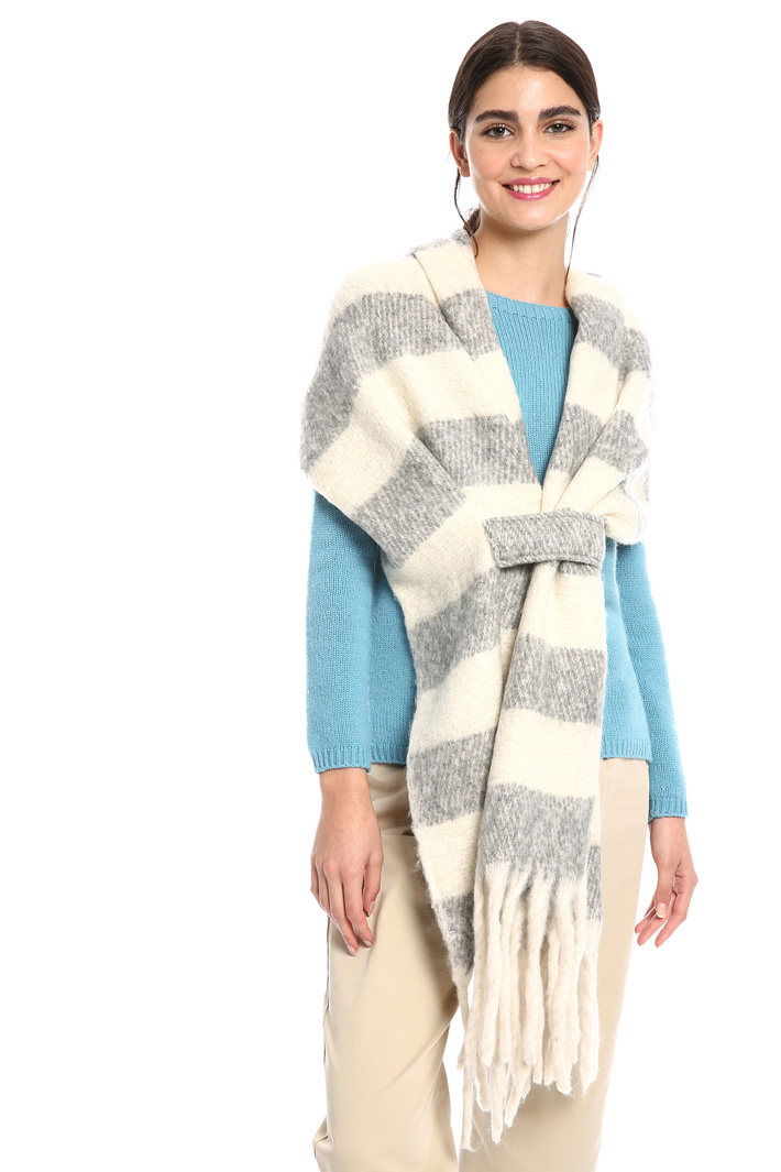 Scarf with maxi fringes Intrend