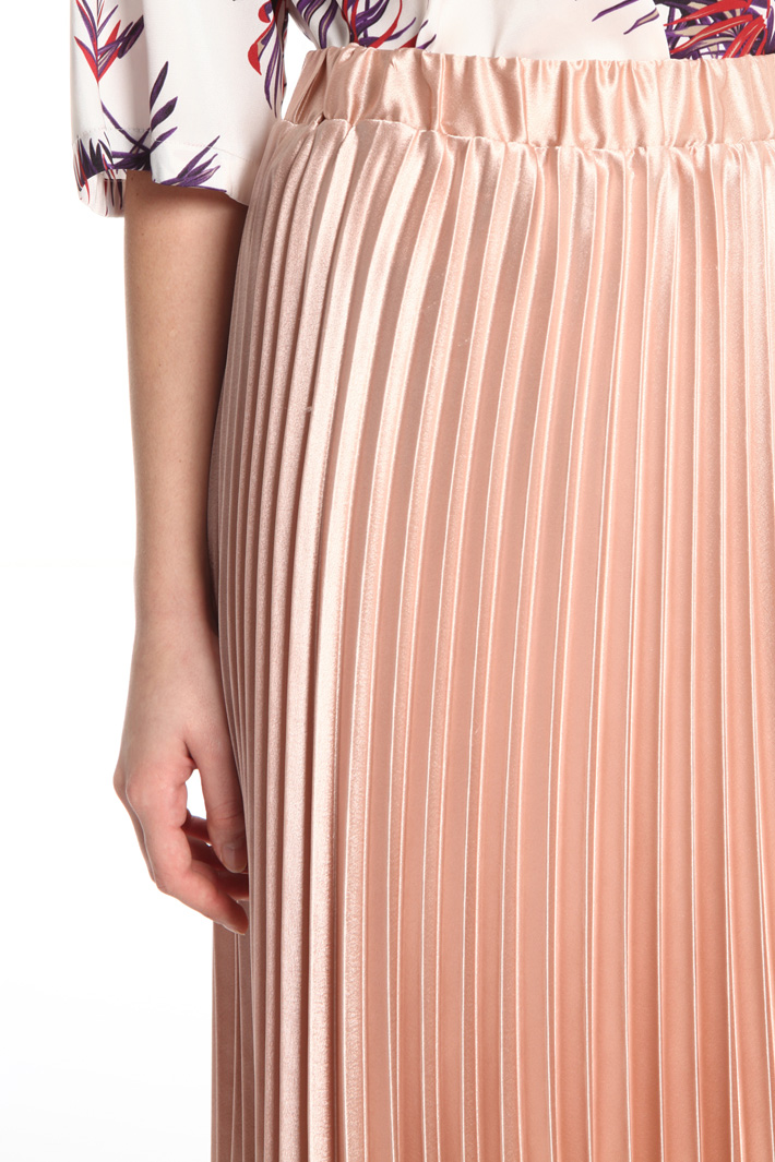 Pleated satin skirt Intrend
