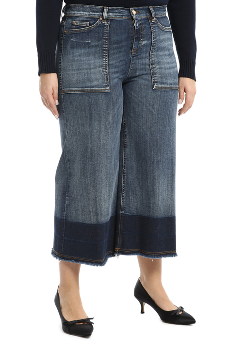 Jeans with contrasting hem Intrend