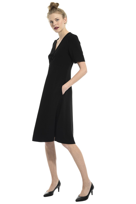 V-neck crepe dress Intrend