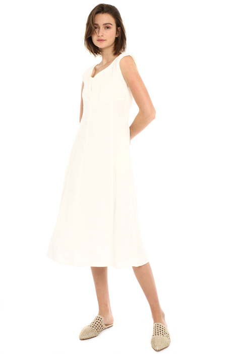 Linen dress with V-cut neck Intrend