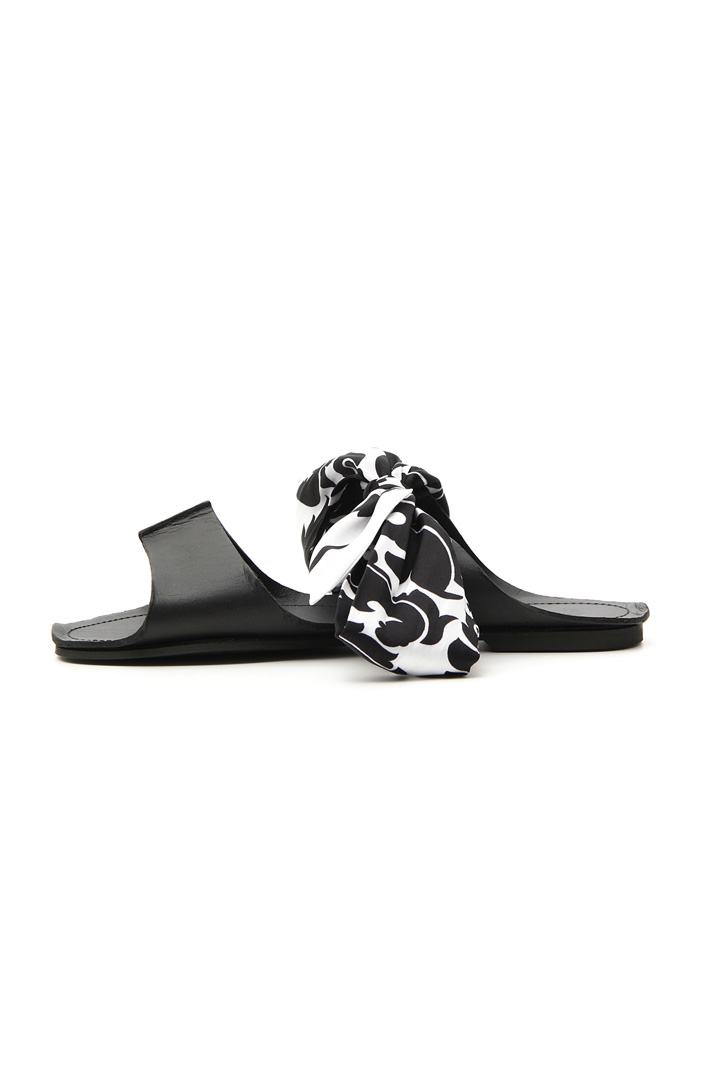 Sandal with patterned scarf Intrend