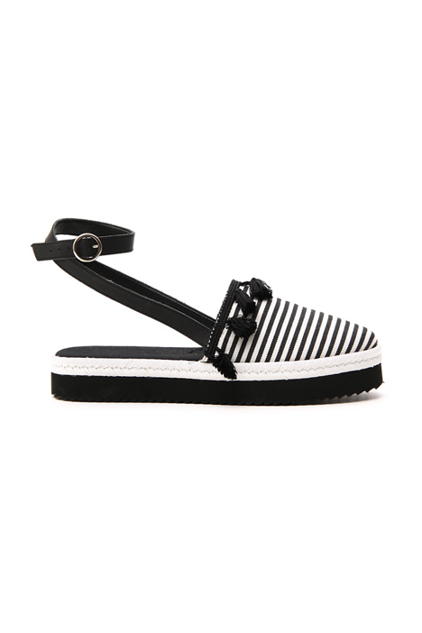 Cotton sandal with tassels    Intrend