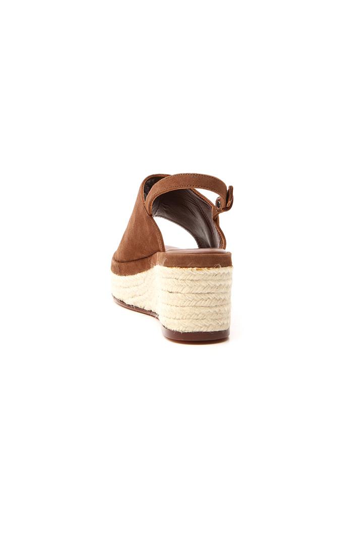 Suede wedged sandal  Intrend