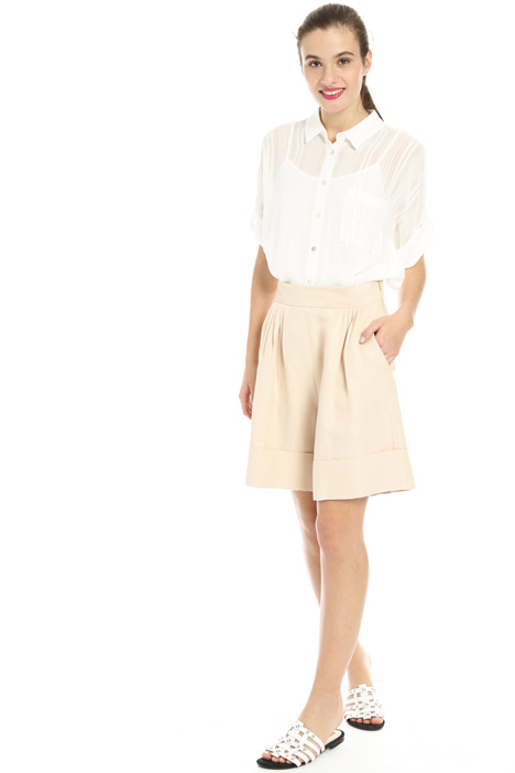 Short linen trousers Intrend