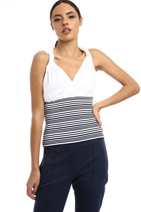 Fitted sleeveless top Intrend