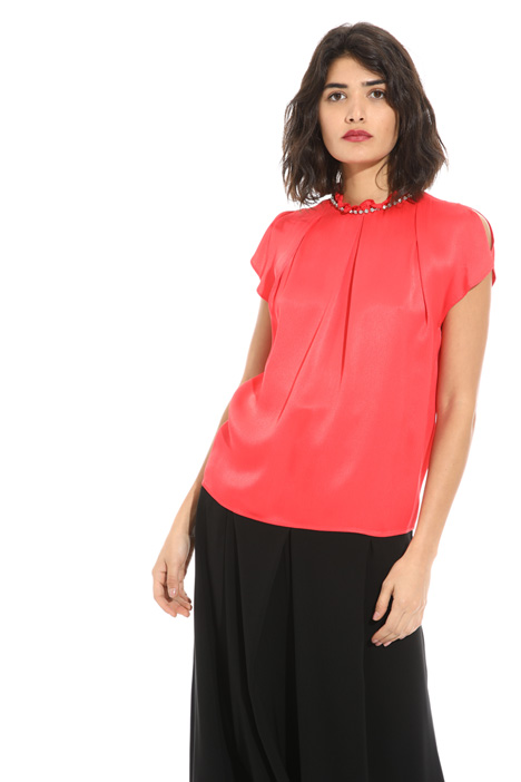 Crepe top with applications   Intrend