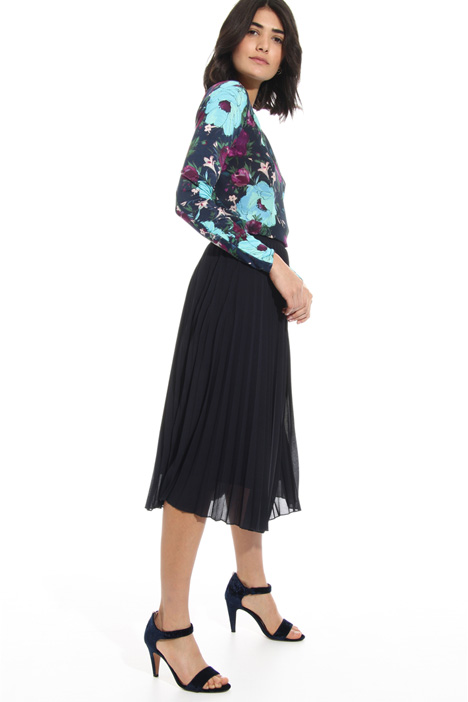 Back round cut-out blouse Intrend