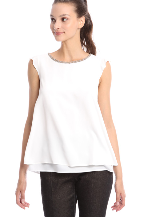 Beaded trim neck top Intrend