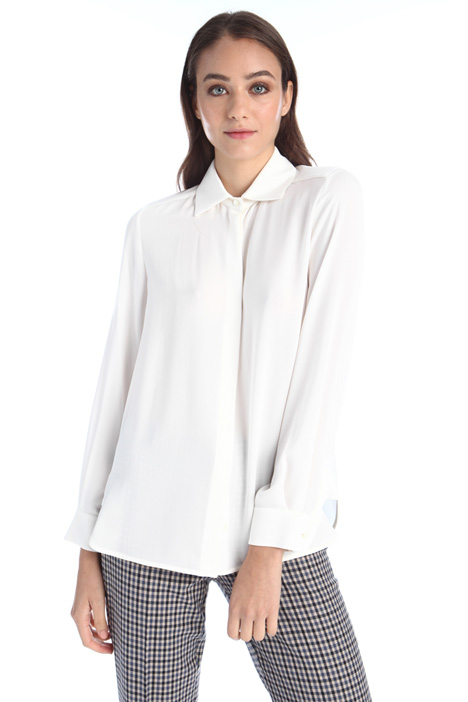 Silk shirt with covered button Intrend
