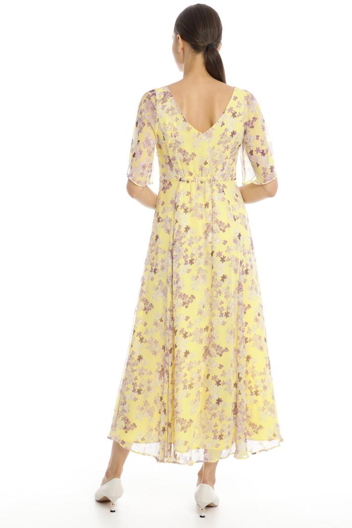 Wide V-neck creponne dress Intrend