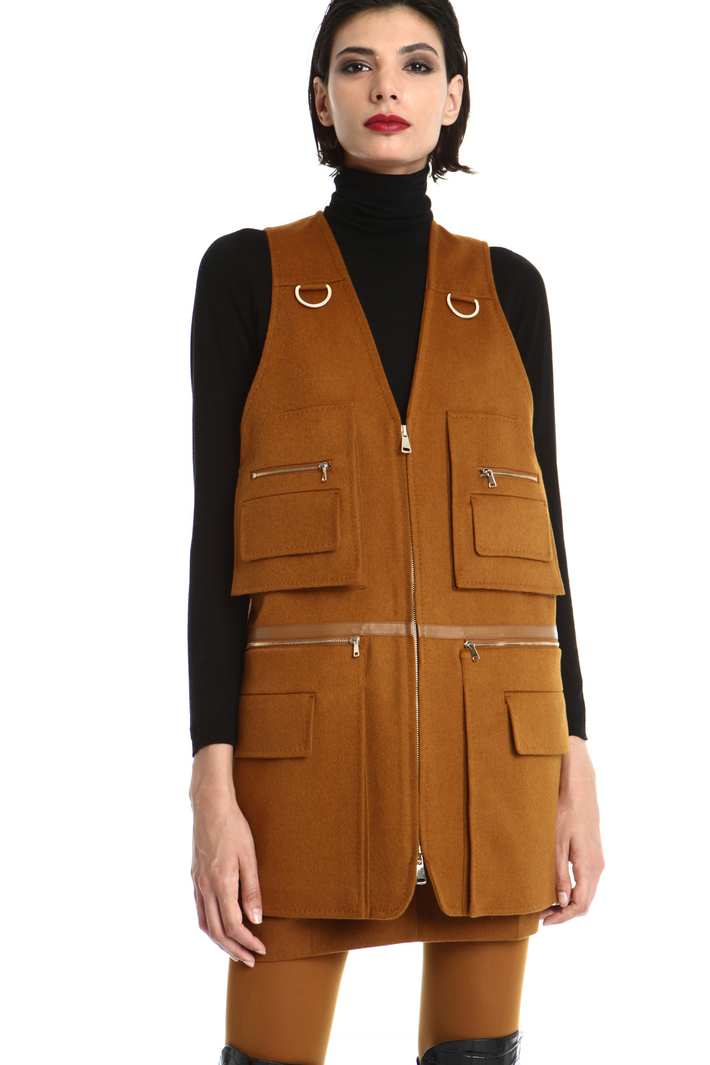 Multi pocket camel vest Intrend