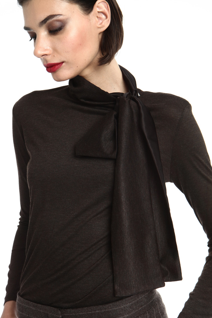 Scarf neck T-shirt Intrend