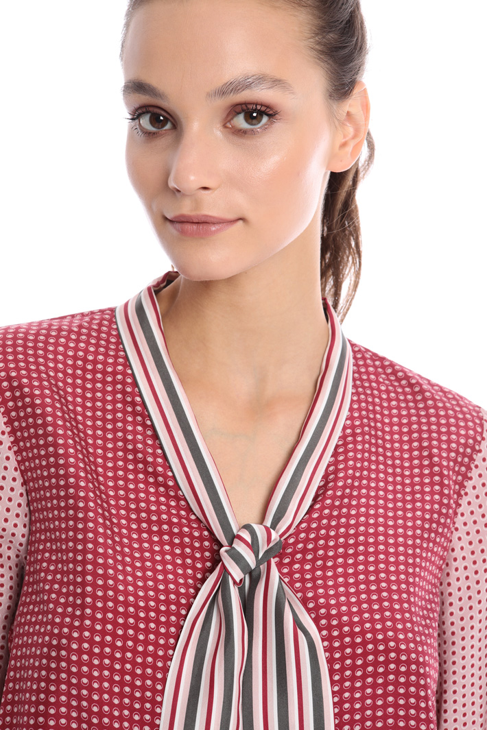 Scarf neck shirt Intrend