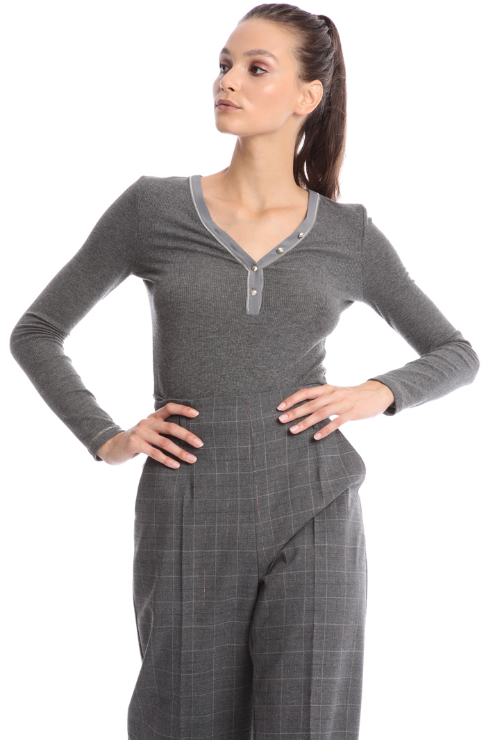 V-neck long sleeve top Intrend