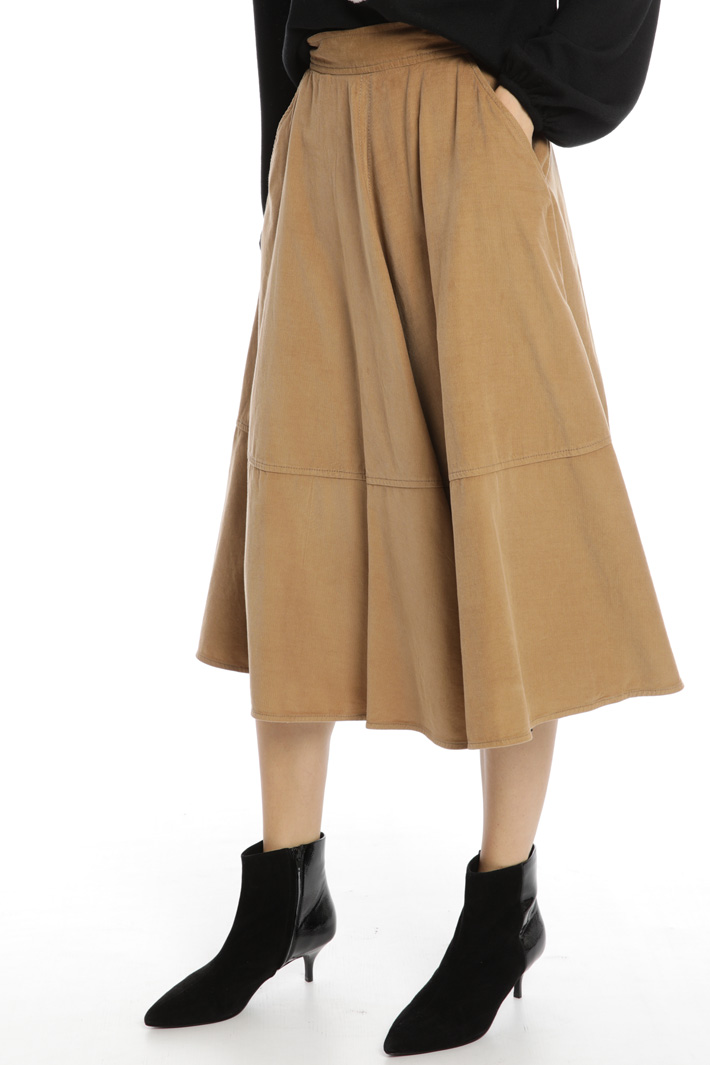 Flowy velvet skirt Intrend