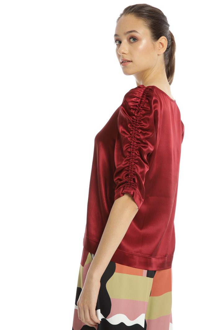 Gathered sleeve top Intrend