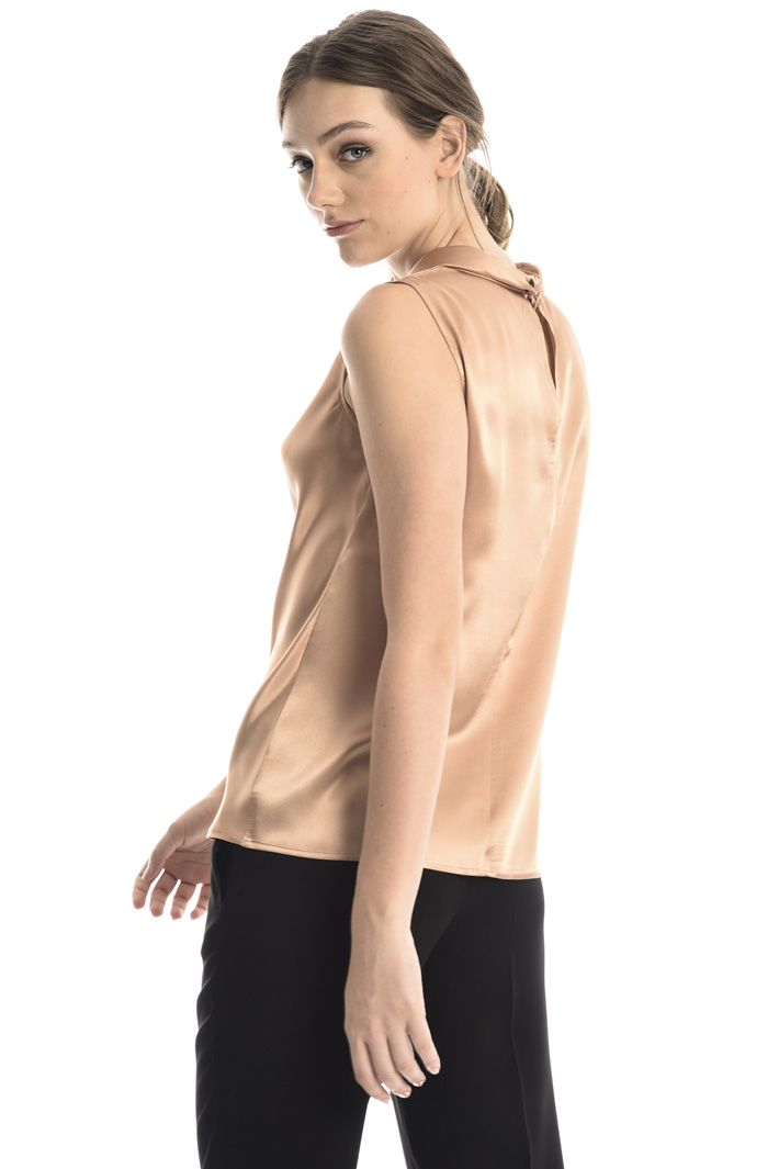 Sleeveless silk top Intrend