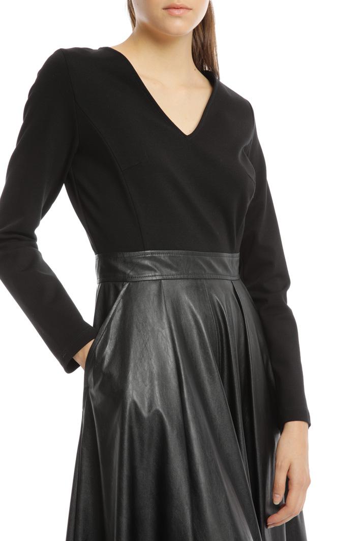 Dual-material dress Intrend