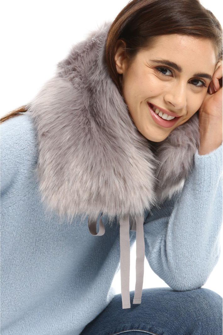 Fur effect collar with ribbons Intrend