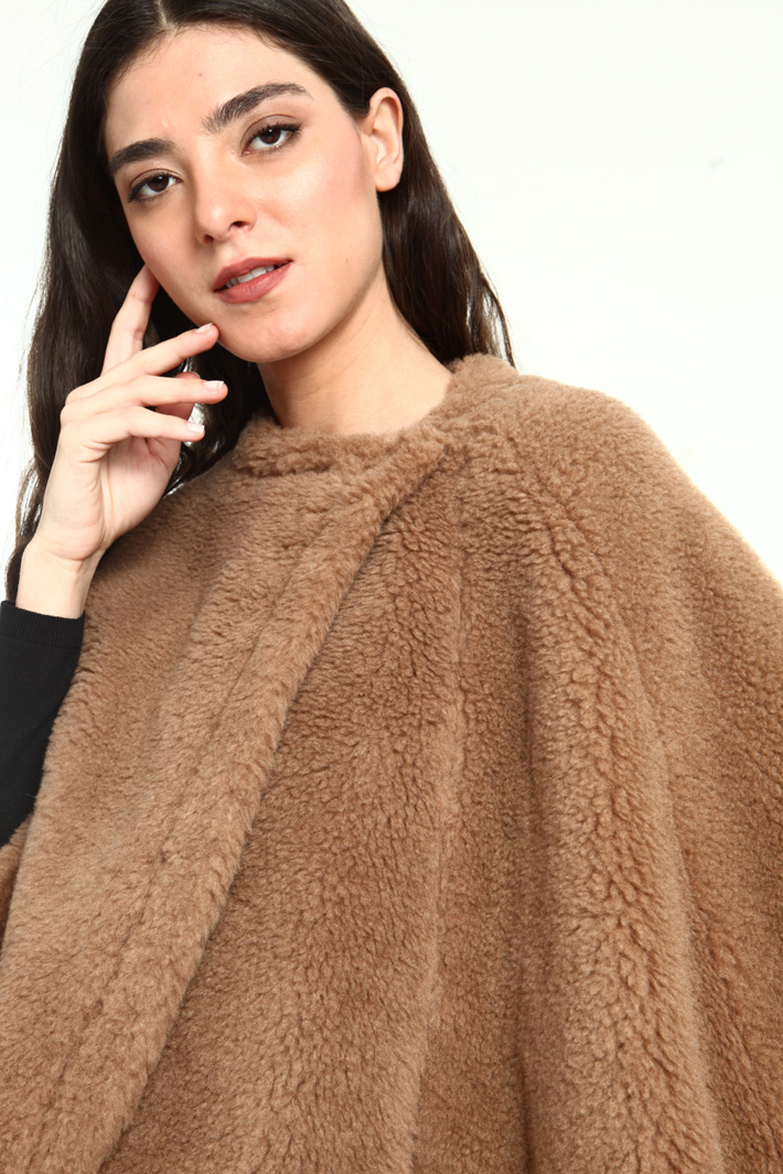 Camel and silk cape Intrend