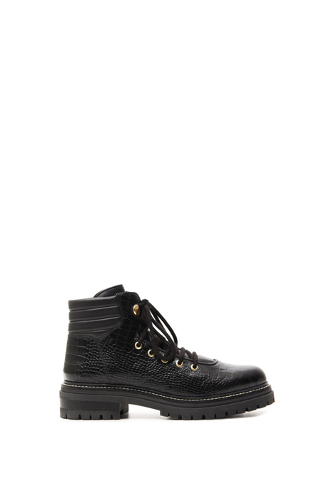 Crocodile print low boots Intrend