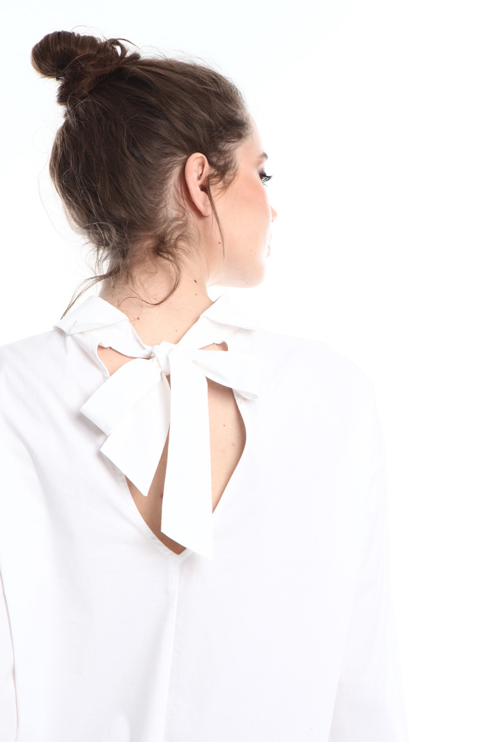 Back V-neck poplin shirt  Intrend