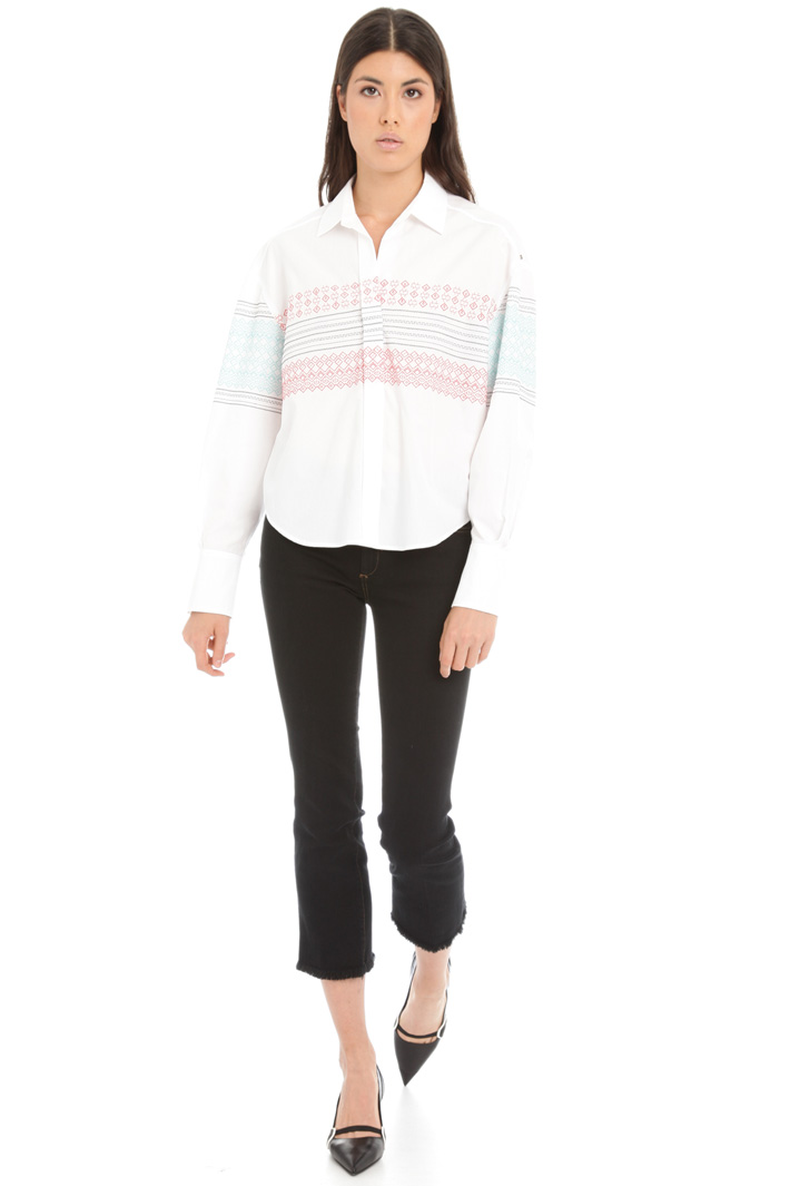 Embroidered poplin shirt Intrend