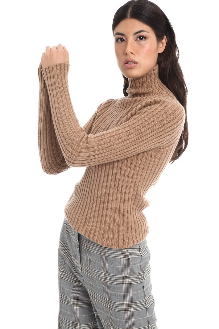 Ribbed turtleneck sweater Intrend