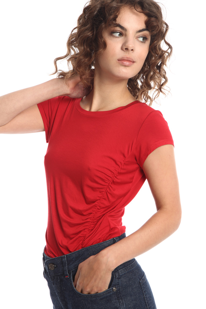Fitted T-shirt in viscose Intrend
