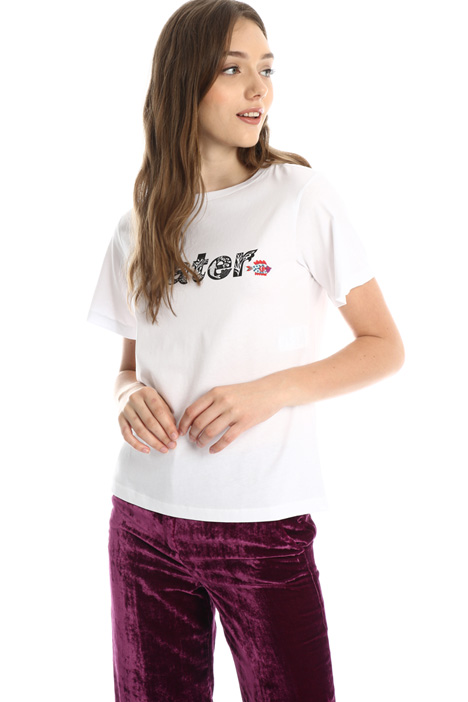 Embroidered T-shirt Intrend