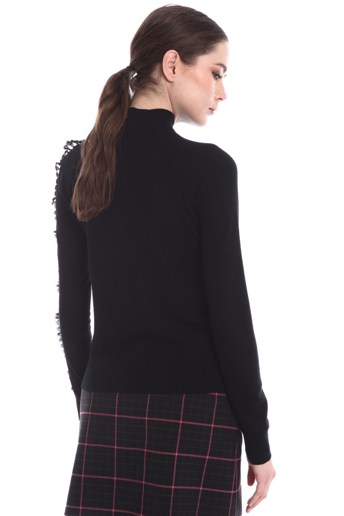 Jumper with lace ruffles Intrend
