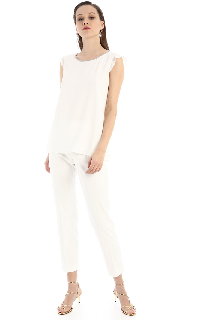Embroidered crepe top Intrend