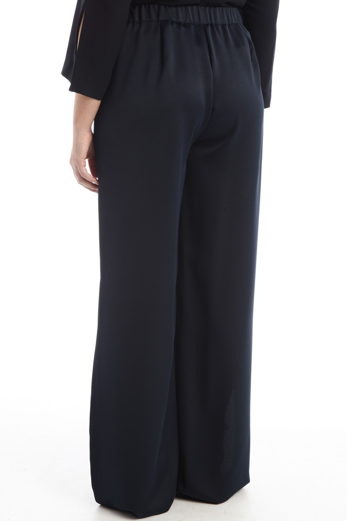 Crepe trousers with slit Intrend