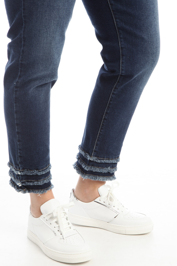 Fringed hem jeans Intrend