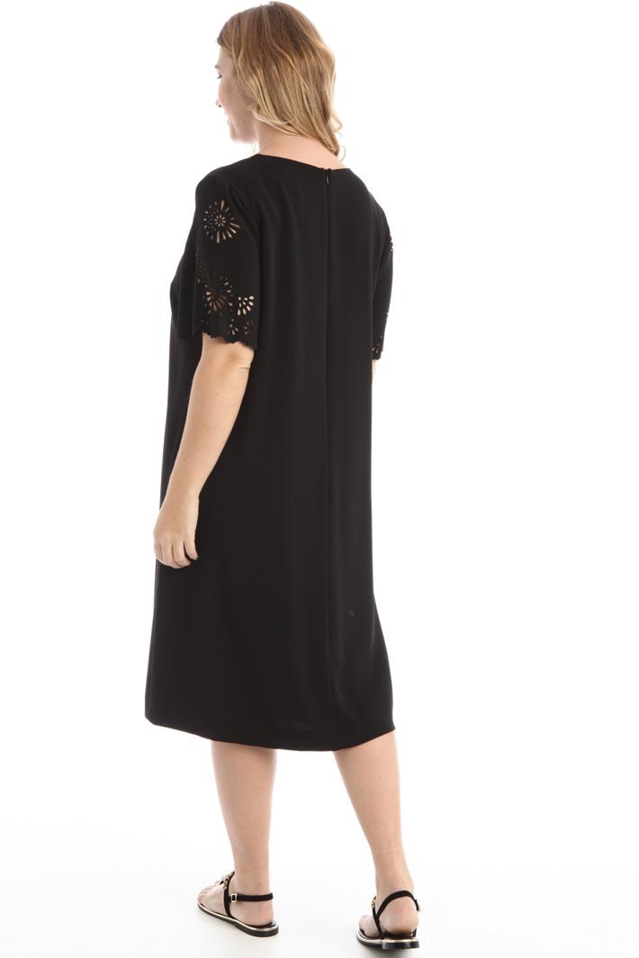 Laser cut sleeve dress Intrend