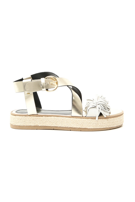 Laminated sandals with fringes Intrend