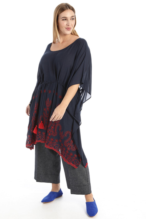 Embroidered viscose poncho Intrend