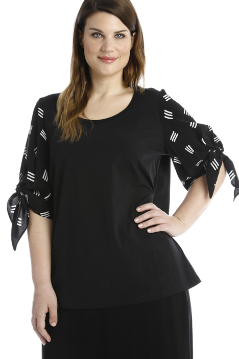 Patterned sleeve T-shirt Intrend