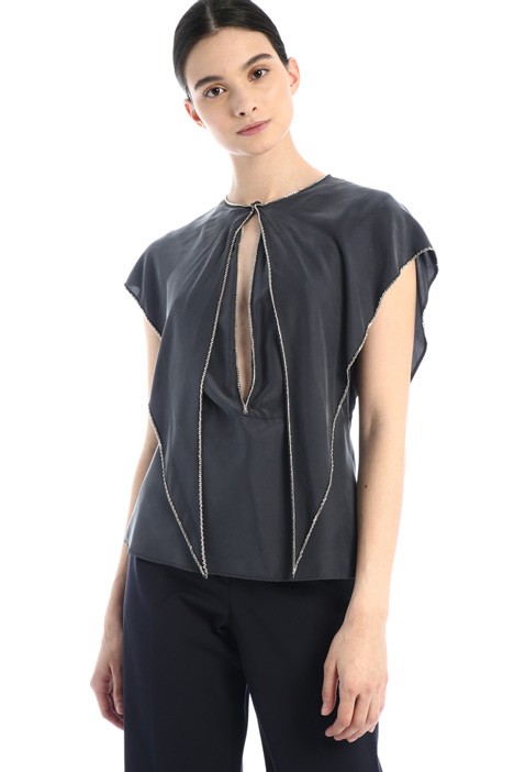 Silk top with chain detail Intrend