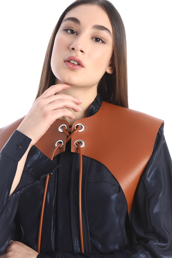 Faux leather cropped vest Intrend