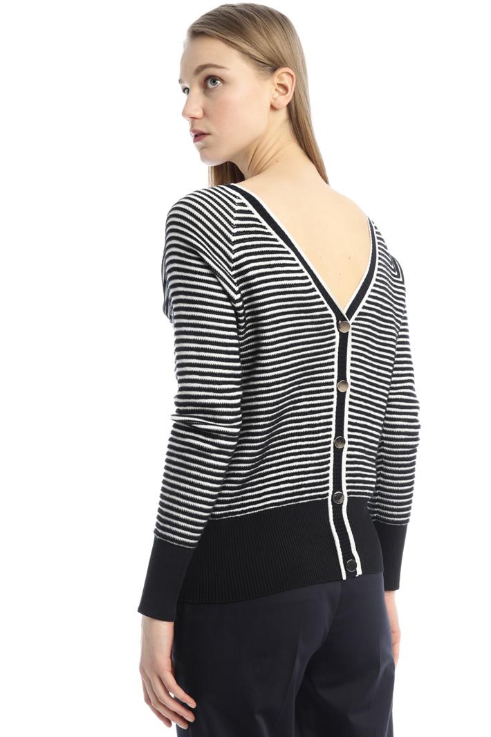 V-back neckline sweater Intrend