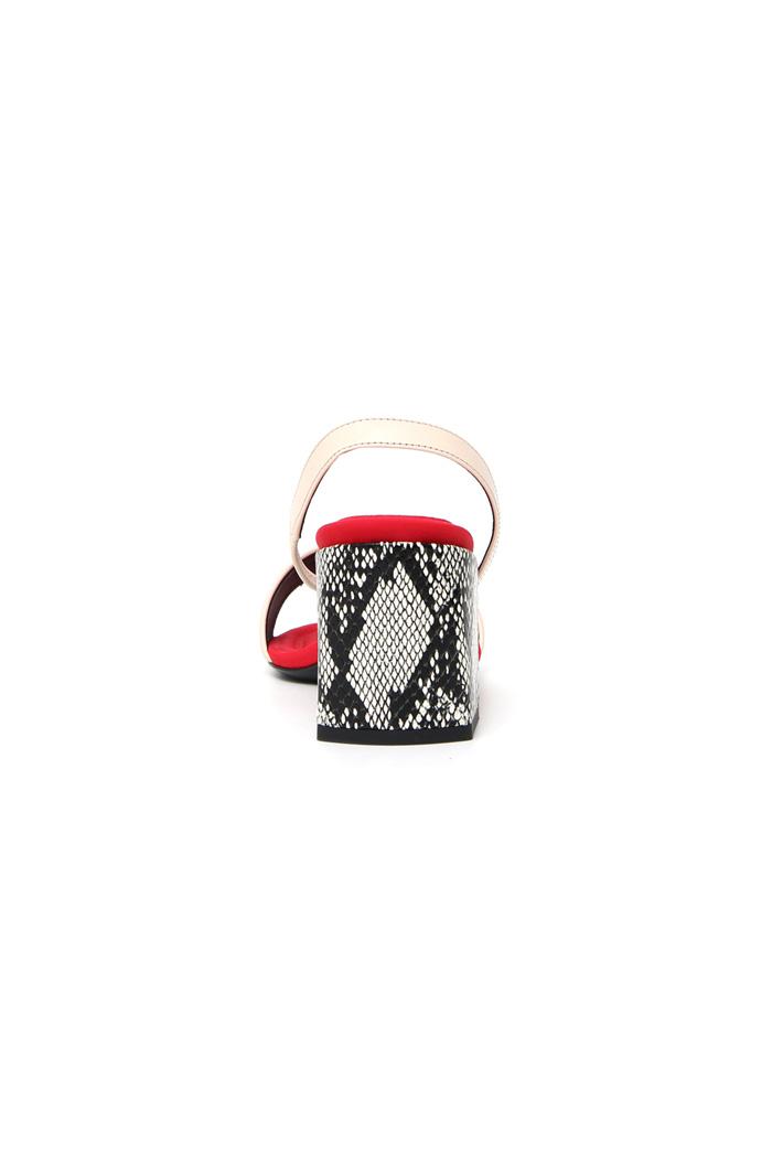 Sandalo con tacco rettile Intrend