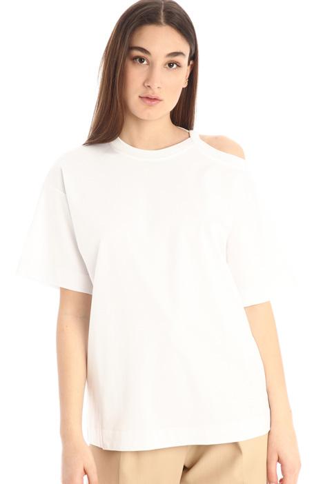 T-shirt a maniche asimmetriche Intrend